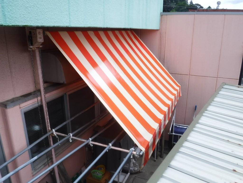 固定テントと巻上げテント